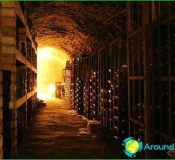 Crimean wine-red, dry white wine, the best-Crimea