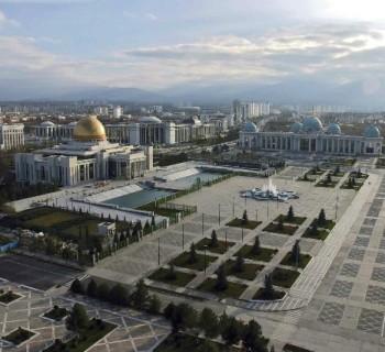 capital of Turkmenistan-card-photo-kind-in capital