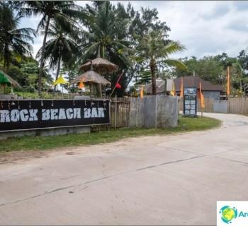 rock-beach-lanta-island-bar-with-infinity-edge-swimming-pool