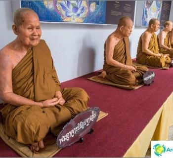 wat-yan-temple-pattaya-better-look-at-neighboring-phra-mondop