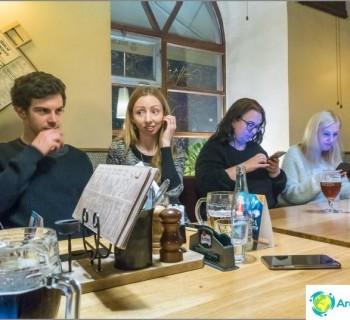 bar-mlsnej-kocour-prague-middling-for-tourists-and-local