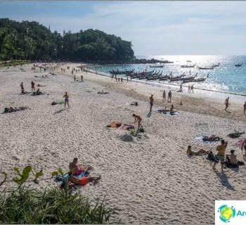 freedom-beach-freedom-beach-crowded-near-paradise-patong