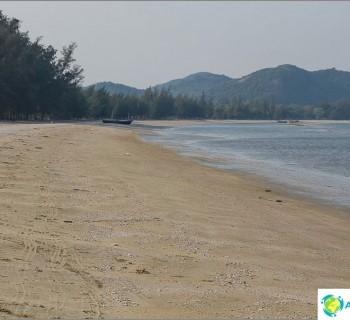 plyazh-dolphin-bay-ili-sam-roi-yot-beach