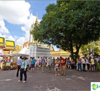 wat-pho-bangkok-or-temple-reclining-buddha-46-meters-nirvana