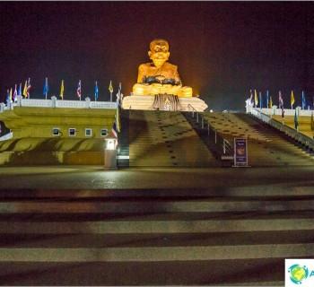 wat-huay-mongkol-temple-black-monk-and-very-prayerful-place